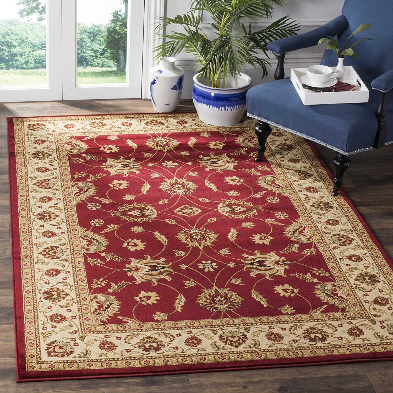 "Safavieh Lyndhurst Collection LNH553-4012 Traditional Floral Red and Ivory Area Rug (5'3"" x 7'6"")"